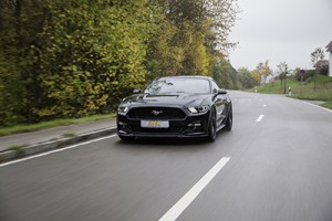 ST_Suspensions_Ford_Mustang_Front_Fahrt_t